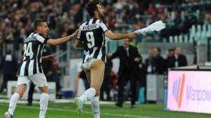 Lo striptease di Vucinic contro il Pescara (sport.msn)