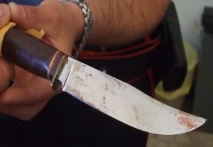Napoli: uccide il convivente con una coltellata, poi tenta il suicidio