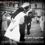 Sono passati 67 anni dal loro bacio, eppure ecco di nuovo insieme la coppia simbolo della fine della guerra