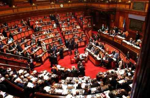 Video diritti tv stop ai lavori in parlamento rissa for Lavori senato oggi