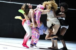 Altra scena dallo spettacolo Twerk - credit Emile Zeizig (frenchculture.org)