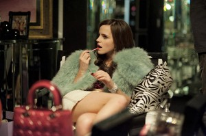 Emma Watson (Niki) in una scena del film