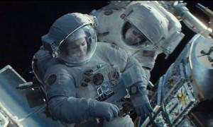 Sandra Bullock e George Clooney in una scena del film