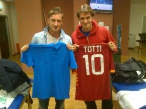 Roger Federer e Francesco Totti in un loro recente incontro