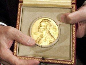 Il Premio Nobel, dal nome dello scienziato Alfred Nobel, che lo ideò nel 1895 nel club Svedese - Norvegese di Parigi