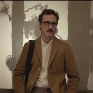 "Joaquin Phoenix in una scena di ""Her"" (pastemagazine.com)"
