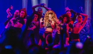 Lady Gaga canta 'Applause' all'iTunes Festival 2013