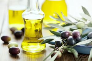 L'olio extravergine d'oliva è un alimento fondamentale della dieta mediterranea (oliveoilexcellence.com)