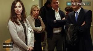 La pianista in attesa dell'udienza, insieme alla sua famiglia (El País)