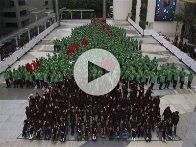 Albero Di Natale Yahoo.Video L Albero Di Natale Umano Piu Grande Del Mondo