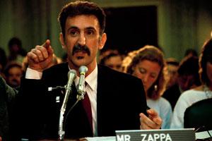Frank Zappa durante l'audizione in Senato per le controversie con il Parents Music Resource Center (usnews.com)