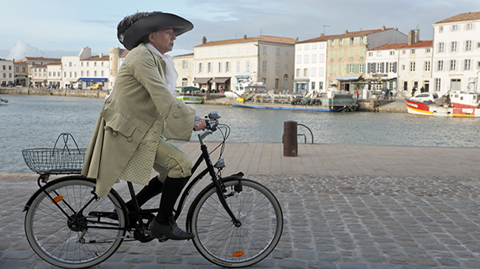 http://www.wakeupnews.eu/wp-content/uploads/2013/12/moliere-in-bicicletta.jpg