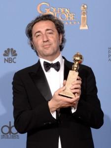Paolo Sorrentino con il Golden Globe (giornalettismo.com)
