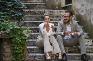 """Claudia Gerini e Marco Giallini in una scena di """"Tutta Colpa di Freud"""" (movieplayer.it)"""
