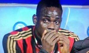 Balotelli in lacrime dopo la sostituzione contro il Napoli