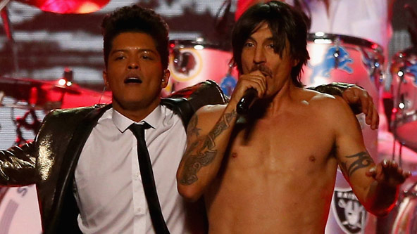 Red Hot Chili Peppers Super Bowl Halftime Show VIDEO Super Bowl: Brun...