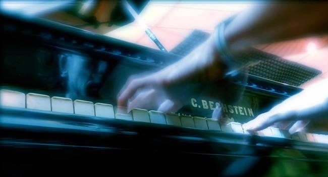 Le mani di Francesco Trento al pianoforte (francescotrento.com)