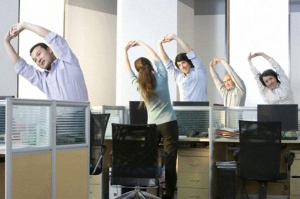 Esercizi di gruppo in ufficio (pourfemme.it)