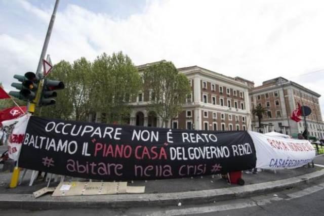 Corteo-per-la-casa-a-Roma