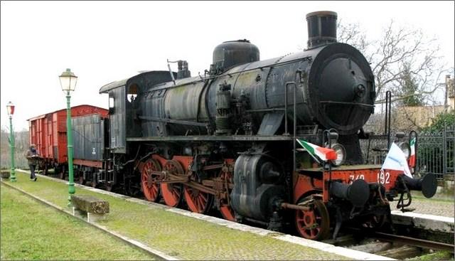 Un viaggio sul caratteristico treno a vapore per arrivare a Bra