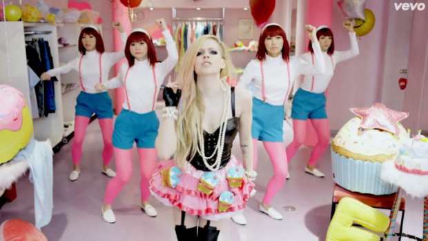 avril-lavigne-hello-kitty-video