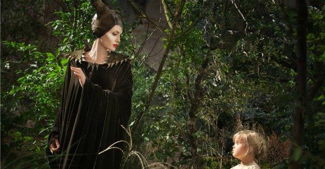 Malefica (Angelina Jolie) e la piccola Aurora (Vivienne Pitt)