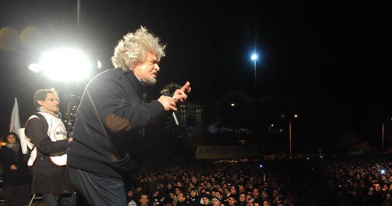 Grillo torna sul palco, ma non sarà politica