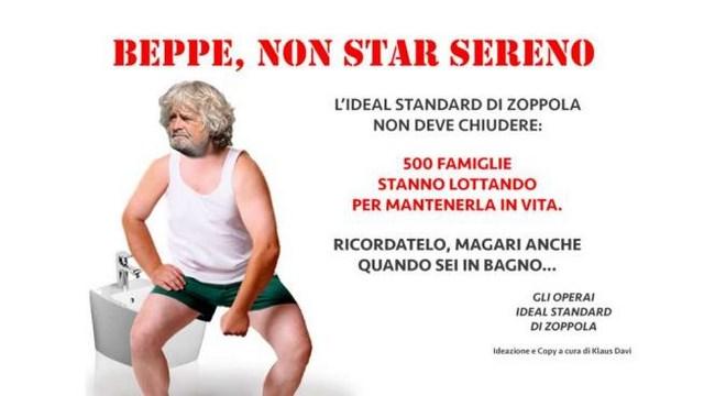 Beppe Grillo in abiti da bagno