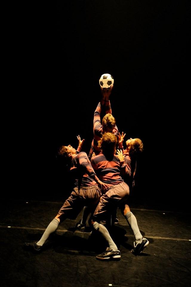 'A Dance Tribute to the Art of Football' di Jo Strømgren