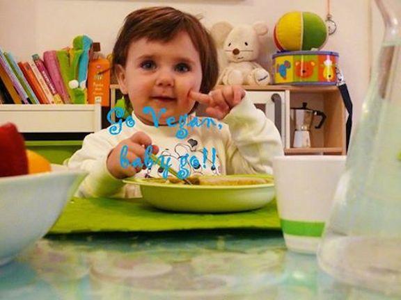 Maria, 2 anni, vegan dalla nascita