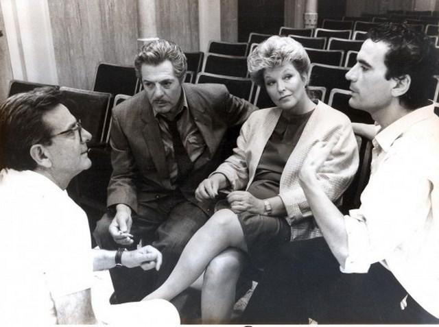 Massimo Troisi con Enrico Lucherini, Marcello Mastroianni e Marina Vlady
