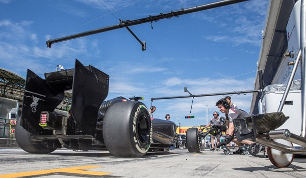 La tecnologia si interseca in ogni area della F1: anche il pit stop è basato su una serie di precisi calcoli (foto:  Photo4)