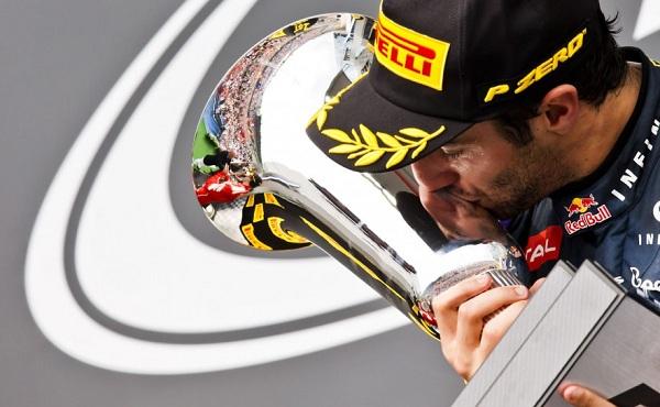 Assieme al giovane australiano, sono saliti sul podio anche Fernando Alonso e Lewis Hamilton (foto:  Photo4)