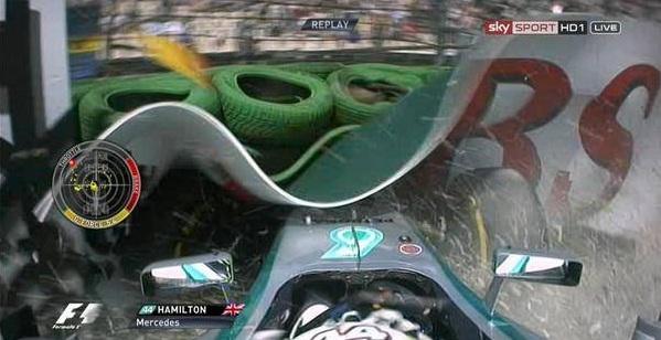 Hamilton è uscito di pista per un problema all'impianto frenante