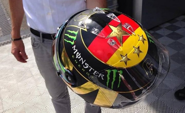 Il casco di Rosberg con le modifiche chieste dalla FIFA (foto: Gazzetta dello Sport)
