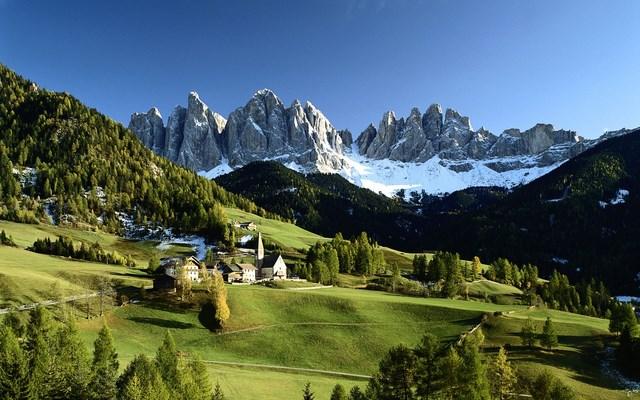 Dolomiti, tra aria fresca ed escursioni rigeneranti