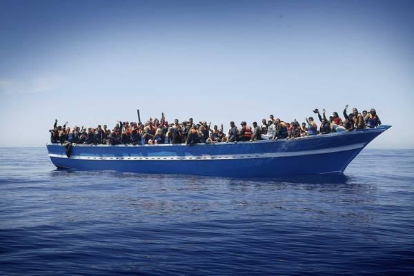 Immigrazione: soccorsi 320 eritrei a 30 miglia da Libia