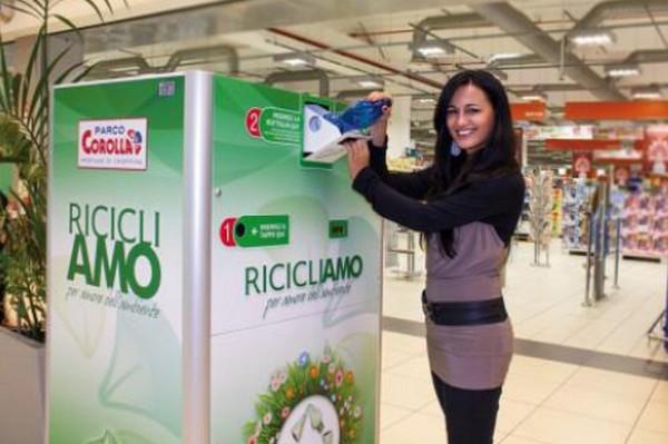 Il riciclatore romano in azione: buoni sconto in cambio di plastica (agoramagazine.it)
