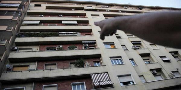 Il palazzo in via Novaro 16, zona Affori, Milano