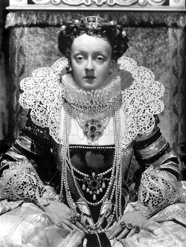 Bette Davis nei panni della Regina Elisabetta I (ivid.it)