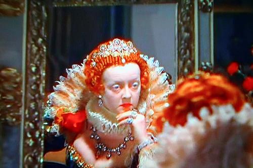 Bette Davis nei panni della Regina Elisabetta I (nefertara.buzznet.com)