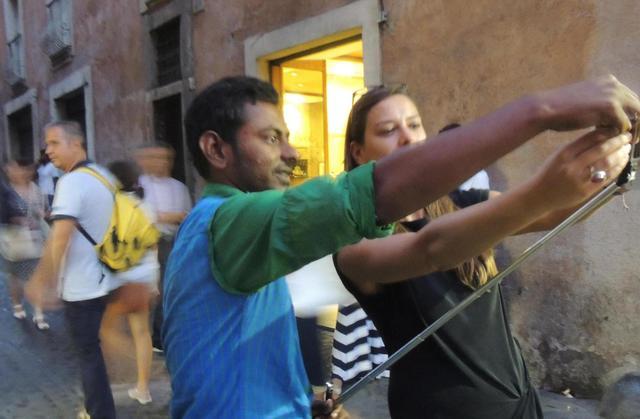 Fontana Trevi: impazza vednita prolunga selfie