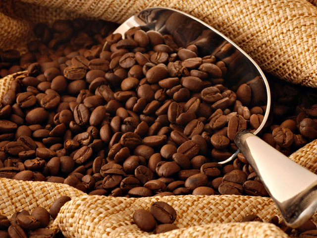 Assumere troppe bevande contenenti caffeina inibisce la fertilità maschile