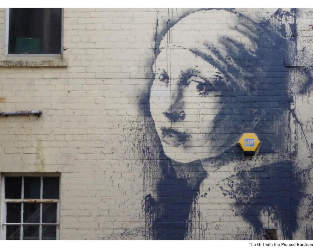 """""""La ragazza con il timpano perforato"""" di Banksy, parodia del capolavoro di Veermer, """"La ragazza con l'orecchino di perla"""""""