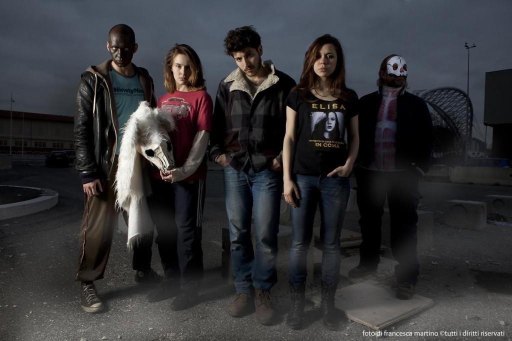 Gli attori Cinque allegri ragazzi morti