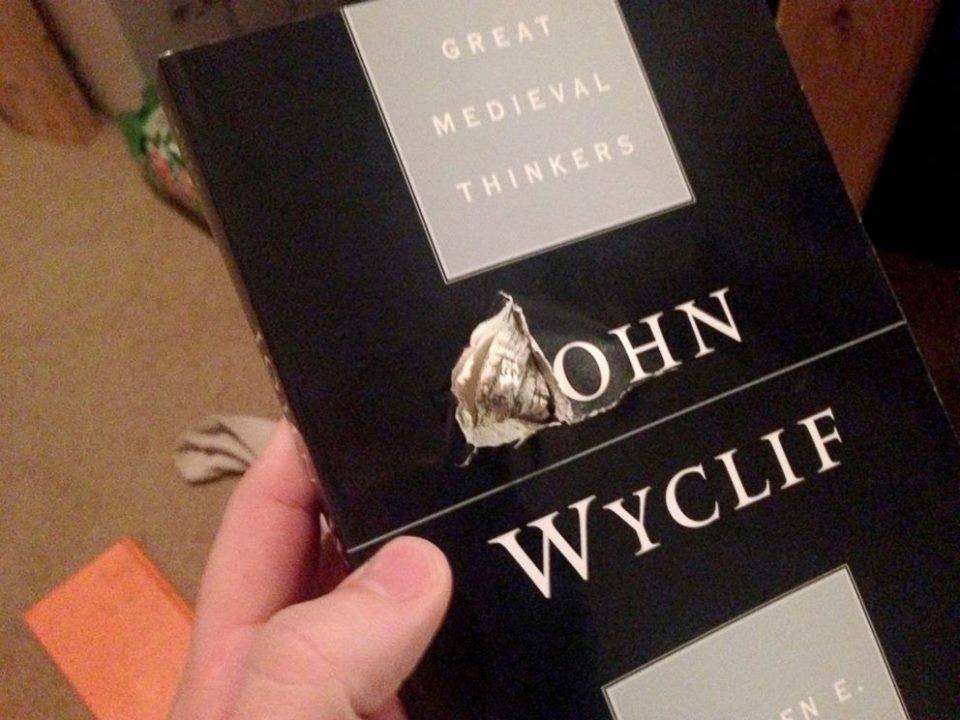 Il libro che ha salvato la vita a Jason Derfuss (Fonte foto: www.facebook.com)