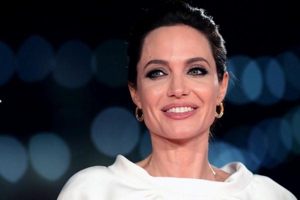 Angelina Jolie alla prima di Unbroken (fonte: marieclaire.it)