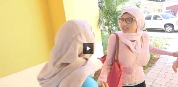 Il porno di Mia Khalifa con l'hijab (fonte: blitzquotidiano.it)
