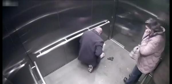 Poliziotto di Cincinnati si spara da solo in ascensore