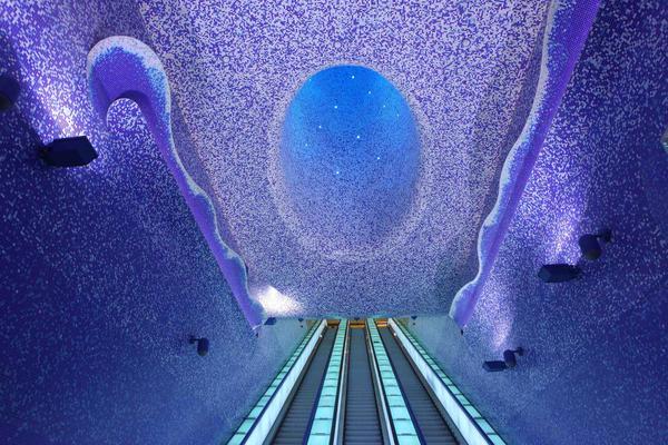 stazione-metro-toledo-napoli-scritte-oscene-imbrattata